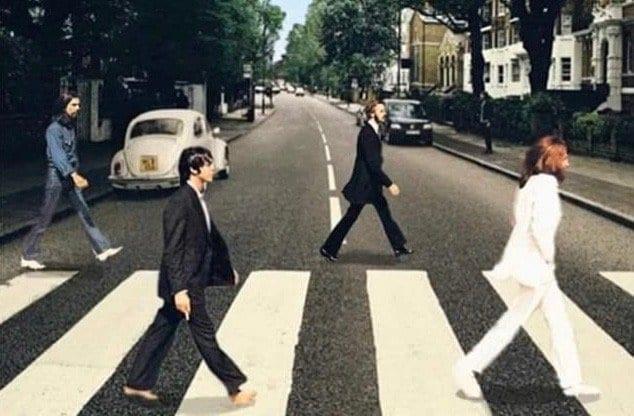Abbey Road, COVID-19 remix, Brain Magazine - Quatre garçons avec des attestations.