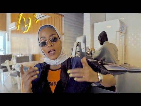© Asayel-Slay-Bnt-Meeca-Capture-écran-Youtube.jpg