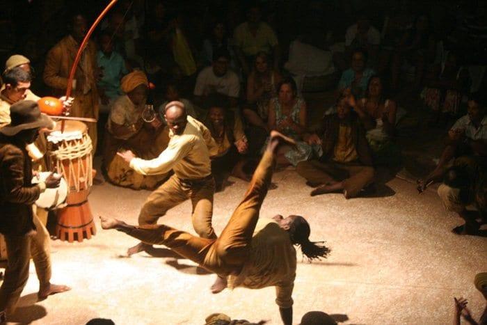 © Irene Nobrega - Wikimedia commons - Peça de teatro, Besouro Cordão de Ouro - 21/01/2017